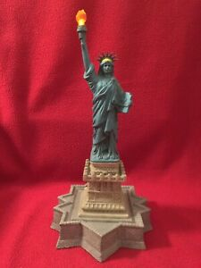THE STATUE OF LIBERTY NEW YORK 2003 WORKING HARBOUR LIGHTS COLLECTION GLOW 438