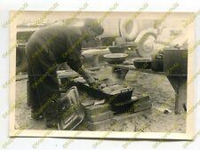 Foto, Flak-Regiment 35, Braten einer Mahlzeit, Russland, f (N)19362