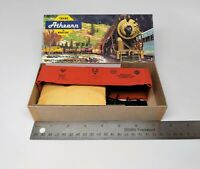 Athearn - HO Scale Kit - 50' Plug Door Box Car - American Refrig Transit - #1362