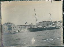 Italie, Venise, Un navire de guerre sur le canal, ca.1910, vintage silver print