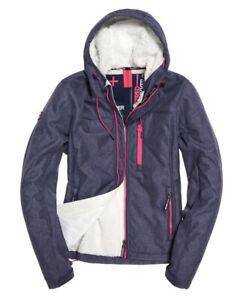 Superdry Damen Hooded Winter Windtrekker Sportjacke Softshell Jacke Gr. 38 NEU