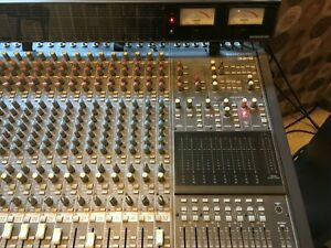Mackie 32.8 8 bus 32 channel mixer