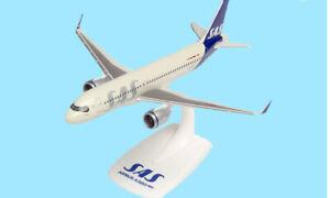 SAS Scandinavian Airlines A320 neo  Plastic Aircraft Model 1/200 Herpa  HE612708