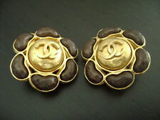 Auth Chanel Vintage Large Dark Chocolate & Gold Flower Clip Earring(97A)