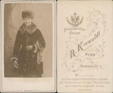 Krewaldt, Bonn, Femme patineuse tenant ses patins à glace au bras, circa 1870 CD