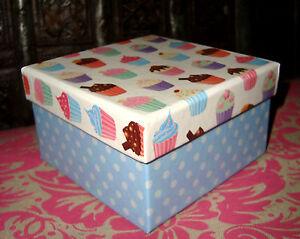 BOITE CADEAU CARTON CUPCAKE bleue 10,4 x 10,4 x 6 cm NEUVE