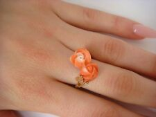 ADORABLE, 18K GOLD VINTAGE RING WITH TWO CORAL ROSES, 3.8 GRAMS, SIZE 6.75