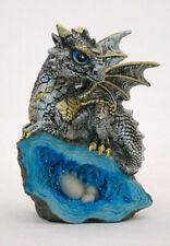 bunter Drachen auf Kristall Fantasy Figur Nest Wächter mit Dracheneiern 12,5 cm