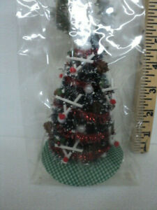 DOLLHOUSE CHRISTMAS TREE W/ WREATH-PINE CONES