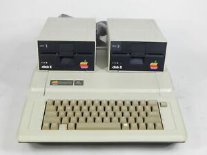 Vintage Apple Computer IIe Enhanced A2S2064 w/ 2x A2M0003 Floppy Disk II Drives
