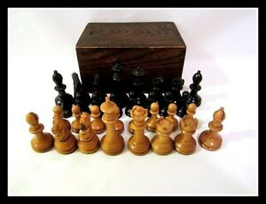 American Vintage E.S. Lowe or Drueke wood carved chess set - Felted in wood box