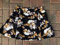 Old Navy Women's Floral Skirt with Pockets Size Medium