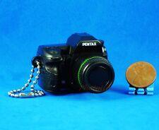 Takara Tomy Pentax Kamera Figur Keychain Dekoration 1:3 K-5 Black Modell A535