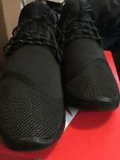 New NIKE LUNARCHARGE ESSENTIAL Size 10.5 TRIPLE BLACK 923619-001