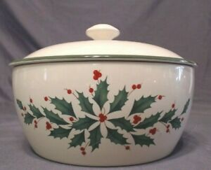 LENOX CHRISTMAS HOLLY PATTERN BAKEWARE COVERED CASSEROLE WITH LID 32 OZ, MINT