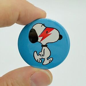 Snoopy loves David Bowie Flash 38mm Button Pin Badge