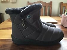 Womens Fur Lined Dark Grey Snow Boots UK Size 8