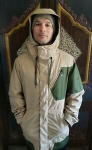 Volcom Beige And Green Snow Jacket coupe Athletic medium 10kmm/8kgm2. Great cond