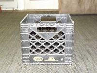 VINTAGE DAIRY COW 1995 HOOD PLASTIC MILK CRATE BOX