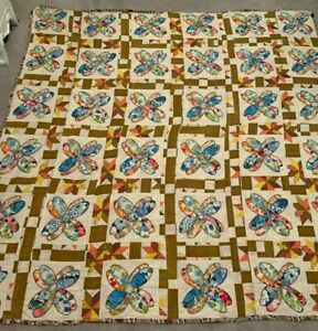 "Vintage  Colorful Lightweight Quilt Hand Appliqued Flowers Quilt, 68"" X 70"""