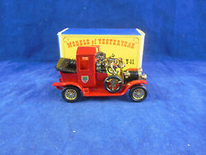 Matchbox Yesteryear Y11 -2 1912 Packard Landaulet in Red Issue 3 Mint