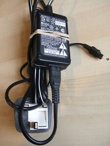 Sony AC-L200 8.4V Video Camera Handycam Camcorder Power Supply / Battery Charger