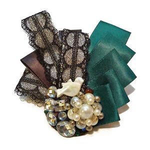 Broche ruban dentelle satin Noire Vert perles imit. culture strass oiseau nacre