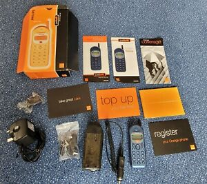 Philips Savvy mobile phone Vintage! Complete with box, charger, case etc VGC