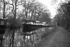 PHOTO  HOUSEBOATS AT WOODHAM ON THE BASINGSTOKE CANAL 1977