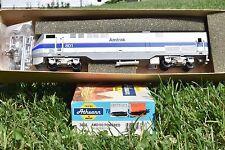 HO Scale Athearn Blue Box Amtrak P40 Dummy / Non-powered Locomotive Kit