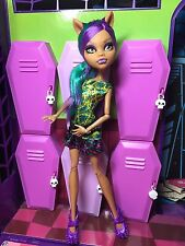 Monster High Doll - Clawdeen Wolf - Scare & Make-up - Great Condition