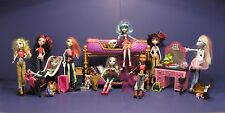 Frankie Stein, Draculaura, Clawdeen Wolf & friends are at a Slumber Party Set #2
