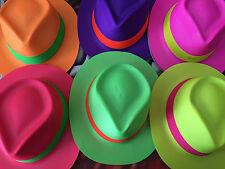 2 CAPPELLI COLORATI FLUO PLASTICA  COMPLEANNO PARTY FESTA  cappello EVENTI