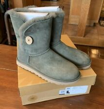 Women's UGG Australia Bailey Button Forest Night Green Winter Boots, size 9 B