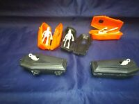TERROR HALLOWEEN SKULL WITH COFFINS FIGURES  MADE IN MEXICO VTG
