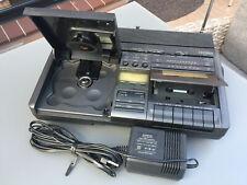 Radio - CD - Cassettenrecorder mit Handgriff,Netzkabel u. Batteriebetrieb.