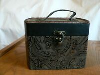 SMALL BASKET PURSE WITH FLOCKED PAISLEY DESIGN