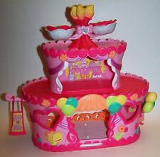 My Little Pony Ponyville Pinkie Pie's Roller Skate Party Cake House Playset