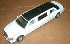 1/38 Scale 1999 Lincoln Town Car Limousine Diecast Model Limo - Kinsmart KT7001