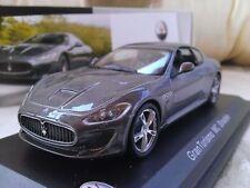 Véhicules miniatures gris pour Maserati
