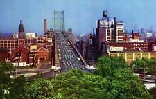 VINTAGE UNPOSTED COLOR POSTCARD OF THE PHILA APPROACH TO THE DELAWARE RIVER BRDG