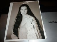 AUTOGRAPH ON 12 X 8 PHOTO  LIV TYLER ARWEN   LORD OF THE RINGS