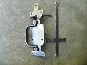 Ancienne poignée de porte clenche loquet à poucier en fer forgé ,ferrure serrure