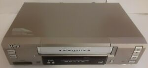Sanyo VWM-710 VCR VHS Player Recorder *NO Remote* For parts repair POWERS ON +++