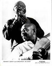 "(#112) SONNY TERRY+BROWNIE MCGHEE~ORIG 1962 APA AGENCY 8X10"" B&W PUBLICITY PHOTO"