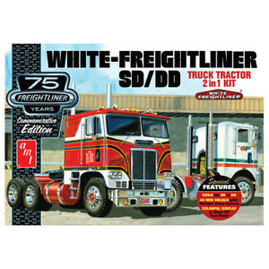 AMT 1046 White Freightliner 2-in-1 SC/DD Cabover Tractor (75th Anniversary) 1:24