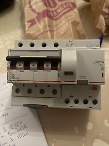 Disjoncteur Differentiel Legrand comme Neuf DX3 C32A 16KA 300mA