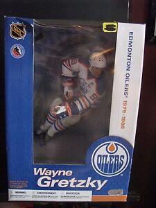Wayne Gretzky Legend figurine