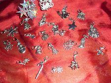 Adventskalender mit 24 Charms 24 Baumwollsäckchen mit roten Bändern