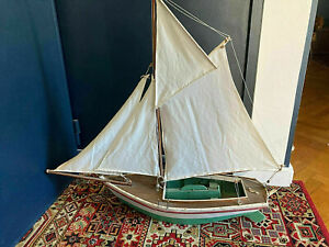 Grande maquette de voilier en Bois trés deco